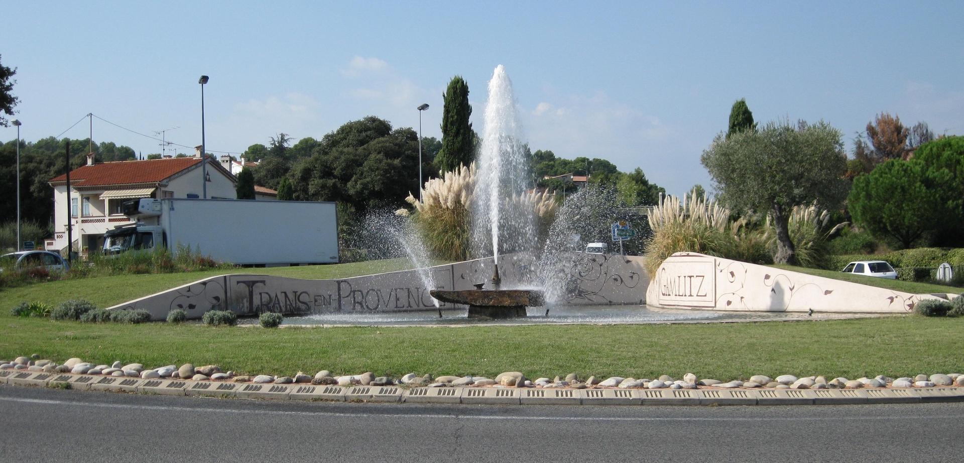Rond-point Gamlitz à l'entrée de Trans en Provence
