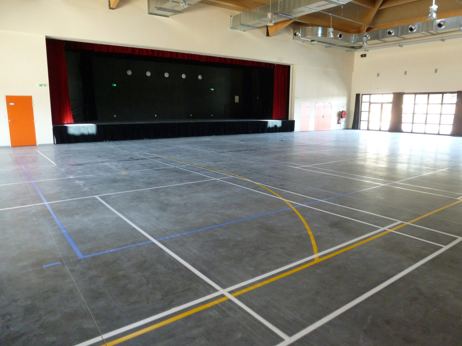 Salle de spectacle sans tribune