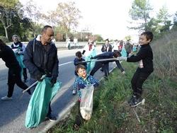 Ramassage de déchets par les enfants