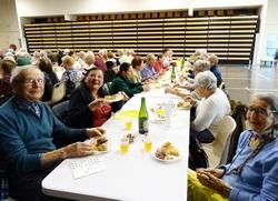 Les séniors mangent la galette