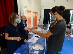 Les élus votent pour la nomination du Maire