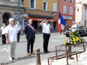 M. le Maire, entouré des Présidents d'associations patriotiques, cérémonie du 18 juin 2020