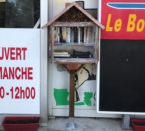 Boîte à livres située à la Sotravi