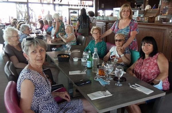 Sortie des anciens au restaurant, tablée 1