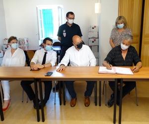M. Makabrou signe la convention
