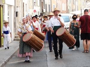 Défilé du groupe provençal Lou Ginestoun