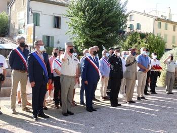 M. le Maire, entouré des autorités militaires et des élus