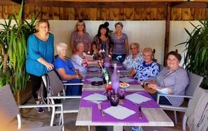 Les aînées déjeunent au restaurant en compaLes aînées déjeunent au restaurant en compagnie de Mme AMOROSO, Adjointe aux Affaires sociales et des agents du CCAS