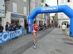 La 1ère femme termine la course de 10km